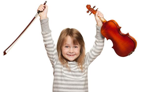 کودک خوشحال ویولنیست