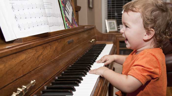 cute-kid-learning-how-to-play-piano-1