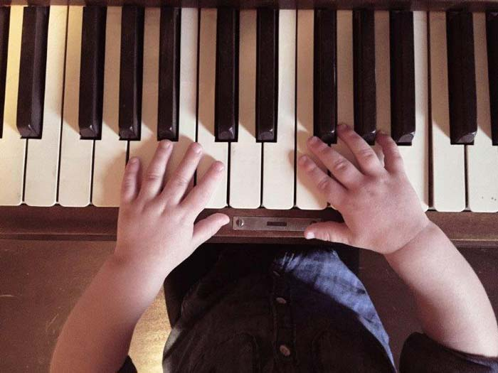 child-playing-on-piano